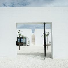 Come on in, through the main gate. Like the old masserias, from the front, we have no windows, just a main entrance, which was to protect the farms from thieves. Photo @theperfecthideaway  #masseriamoroseta #ostuni #design #puglia #pugliastyle #architecture #archidaily #weareinpuglia #madeinpuglia #loves_puglia #puglialovers #ig_puglia #igerspuglia #white #italy #visitpuglia #vsco #vscocam #nothingisordinary #masseria #architectureporn #archilovers #welltravelled #visualsoflifey #minimal…