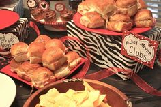 Mickey Mouse Club for Minnie Mouse birthday party http://media-cache3.pinterest.com/upload/83316661825868426_luBfhumx_f.jpg trenaivy party fun entertaining
