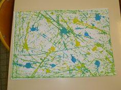 peinture à billes couvercles des boites en carton 2 couleurs d'encre quelques gouttes sur la feuilles 6 ou 7 billes