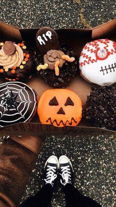Halloween Snacks, Halloween Signs, Halloween Cupcakes, Diy Halloween Decorations, Halloween Diy, The Rock Dwayne Johnson, Rock Johnson, All Holidays, Holidays And Events