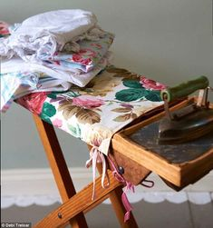 Make your own ironing board cover by Sarah Moore Vintage #sewing