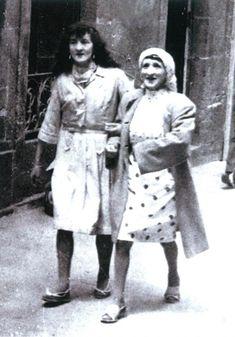"""Las dos Marías o """"las dos en punto"""". Fotografías antiguas de Compostela"""