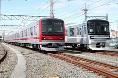 東京メトロ日比谷線の13000系(右)と並ぶ70000系。さまざまな部分の仕様を共通化している