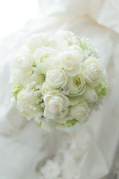 ラウンドブーケ パレスホテル立川様へ カップ咲きのバラとスズランで