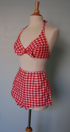 Lingerie Vintage gingham halter swimsuit --I don't wear bikinis, but if I did. Cool Outfits, Summer Outfits, Fashion Outfits, Beach Outfits, 1960s Fashion, Vintage Fashion, Mode Du Bikini, Estilo Lolita, Vintage Swimsuits