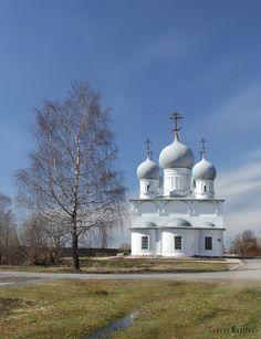 Спасо-Преображенский собор в Белозерске 1668-1670 5главие строится на двухъярусной подушке с чередованием килевидных арок.