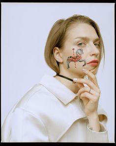 Sasha Unisex о татуировках: настоящих, переводных и как средствах макияжа