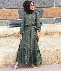 Not your usual poka dot.so beautiful Hijab Style Dress, Modest Fashion Hijab, Modern Hijab Fashion, Islamic Fashion, Abaya Fashion, Muslim Fashion, Fashion Dresses, Eid Outfits, Modest Outfits