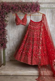 Bridal Lehenga Online, Indian Bridal Lehenga, Indian Bridal Outfits, Indian Bridal Fashion, Red Lehenga, Indian Gowns Dresses, Indian Fashion Dresses, Dress Indian Style, Indian Designer Outfits