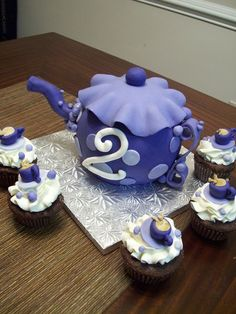 Purple Teapot cake. Might try this for a special little girl's bday!