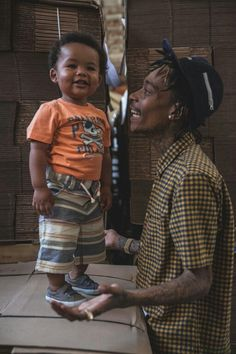 Picture of Artist Wiz Khalifa and his Son, Bash Thomaz
