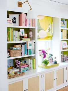 Bookshelves do double duty as storage space for books and display space for accessories. Learn how to decorate bookshelves so they are both fully functional and pleasing to the eye. Bookshelves Built In, Built Ins, Bookcases, Book Shelves, Decorating Bookshelves, Estilo Interior, Book Organization, Organizing Books, Organizing Ideas