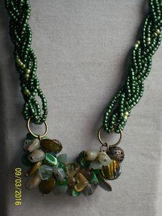 mix de piedras verdes