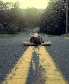 """A cada dia que vivo, mais me convenço de que o desperdício da vida está no amor que não damos, nas forças que não usamos,  na prudência egoísta que nada arrisca, e que, esquivando-se do  sofrimento, perdemos também a felicidade.  A dor é inevitável.  O sofrimento é opcional..."""""""