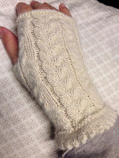 These fingerless mitts with cables are knitted of 100% baby alpaca. Yes, there's also a pair for this :)
