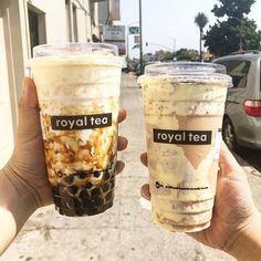 oh man how royal do these look? sometimes i sit at home just craving a sweet milk tea with bubbles.😍😝 where's your go to spot for bubble tea? Bubble Tea Shop, Bubble Milk Tea, Food N, Food And Drink, Copo Starbucks, Yummy Drinks, Yummy Food, Boba Drink, Aesthetic Food