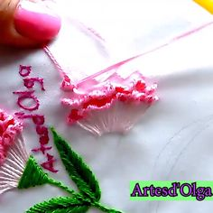 list of hand embroidery stitches Hand Embroidery Patterns Flowers, Hand Embroidery Videos, Embroidery Stitches Tutorial, Flower Embroidery Designs, Creative Embroidery, Learn Embroidery, Silk Ribbon Embroidery, Embroidery Kits, Crewel Embroidery