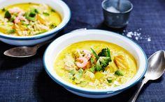 Risoni är risformad pasta som ger fyllighet till den här krämiga friskgrytan. Toppa med avokado och servera stolt den här färg- och smaksprakande rätten!