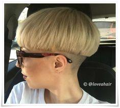 Short Wedge Haircut, Short Wedge Hairstyles, Chic Short Hair, Stacked Bob Hairstyles, Really Short Hair, Short Hair Cuts, Haircut Styles For Women, Short Haircut Styles, Cute Short Haircuts