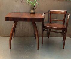 Dřevěný stolek. Halabala