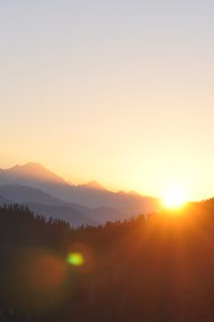 Sunrise on Poon Hill, Annapurna Region, Nepal - Photography, Landscape photography, Photography tips Tumblr Photography, Light Photography, Landscape Photography, Travel Photography, Sunrise Photography, Woods Photography, Photography Flowers, Photography Reflector, Morning Photography