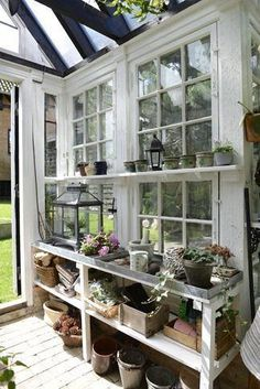 Every thought about how to house those extra items and de-clutter the garden? Building a shed is a popular solution for creating storage space outside the house. Whether you are thinking about having a go and building a shed yourself Plans Loft, Shed Plans, Playhouse Plans, Greenhouse Shed, Greenhouse Gardening, Greenhouse Tables, Container Gardening, Simple Greenhouse, Potting Station