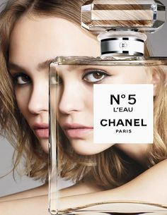 The teenager signed a deal with Chanel last year and is now the face of its new fragrance, Chanel No. Her mom, Vanessa Paradis, had a Chanel fragrance campaign in the Perfume Chanel, Chanel Beauty, Beauty Ad, Chanel Paris, Beauty News, Vanessa Paradis, Chanel No 5 Leau, Lily Rose Depp Chanel, Hair Trends