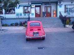 """Vehículo alquilado por Don Zacarías en Roma frente al hotel: La Llave del Campo en Ciudad Rodrigo. Del libro:""""Las Pequeñas Arpías"""""""