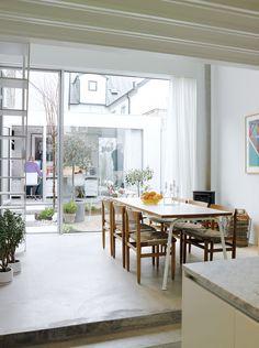 Design huis The Town House in Zweden - zicht op de eetkamer