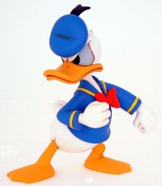 Donald Fauntleroy Duck or Donald Duck is a funny animal cartoon character created in 1934 at Walt Disney Productions. Duck Cartoon, Mickey Mouse Cartoon, Mickey Mouse And Friends, Donald Duck Cake, Donald And Daisy Duck, Disney Duck, Walt Disney, Disney Magic, Vintage Cartoon