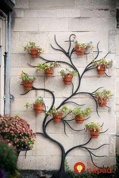 Namiesto toho, aby dali kvety do obyčajných črepníkov, vymysleli niečo omnoho lepšie: Teraz okolo nich nikto neprejde bez povšimnutia!