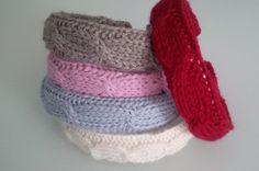 In cerca di idee per fare i regali di Natale fai da te? Ecco che belli i fermacapelli tricot!