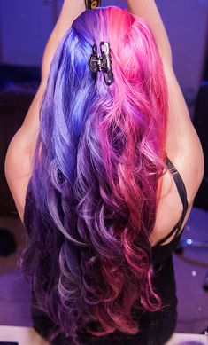 She's wearing Violet Night on the left and Cleo Rose on the right!