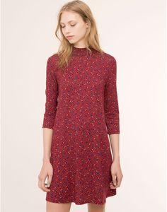 http://www.pullandbear.com/pt/pt/mulher/vestidos/vestido-gola-alta-estampado-flores-c29016p100087002.html