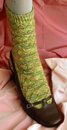 Monkey Sock Pattern, by cookie a -- a free pattern -- As Seen on Knitting Daily TV Episode 212 - Knitting Daily (One of the most popular sock patterns). Crochet Socks, Knitting Socks, Knit Crochet, Knit Socks, Knitting Daily, Free Knitting, Knitting Patterns, Start Knitting, Crocheting Patterns