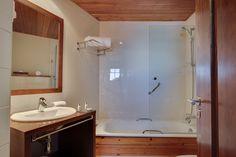 Baño habitación Junior Suirte Rafaelhoteles La Pleta