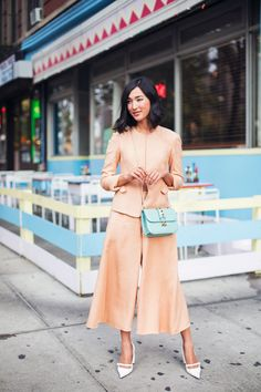 Ladylike fashion inspiration.. Love the white heels and the pretty teal bag.