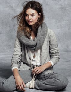 classy casual J. Crew, Holiday I want this entire outfit. Fashion Mode, Look Fashion, Womens Fashion, Mode Style, Style Me, Mode Ab 50, Casual Chique, Comfy Casual, Mode Inspiration