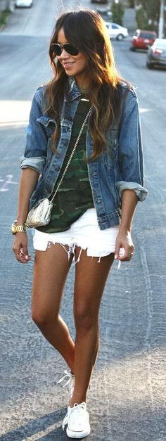 Camo + denim. Outfit idea. White shorts, camouflage shirt, denim jacket, converse classic shoes