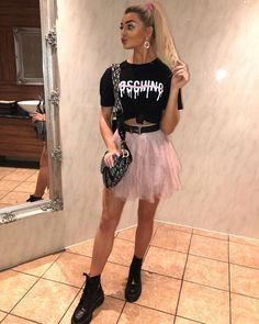 Look cute and stylish this season in our Pink Tulle High Waisted Tiered Mini Skirt. Tule Skirt Outfit, Pink Tulle Skirt, Skirt Outfits, Rave Festival Outfits, Leeds Festival Outfits, Festival Skirts, Festival Hair, Festival Looks, Concert Outfit Rock