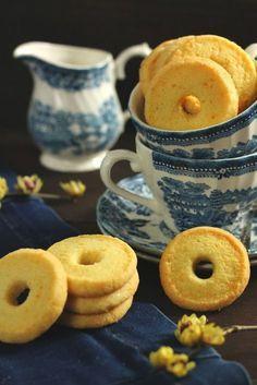 formine e mattarello: Biscotti alle mandorle e arancia