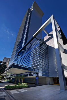 Renaissance Work Center - Belo Horizonte/ MG _______________________________________. Commercial Architecture, Architecture Office, Amazing Architecture, Architecture Details, Eco Buildings, Unique Buildings, Amazing Buildings, Tower Building, Building Design