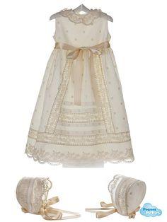 Faldón y capota de bebé para bautizo y ceremonia de muselina con  bodoques bordados http://www.pequesybebes.es/ropa-bebe-ceremonia-bautizo/372-faldon-capota-ceremonia-bautizo-bebe.html