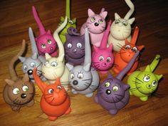 Le modelage de ces petits chats a le mérite de me familiariser avec la cuisson de la porcelaine froide ( et de domper mon four à...