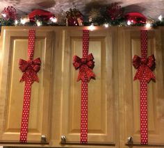 Christmas Decoration Idea for Kitchen Cabinets and would be great on a door too.