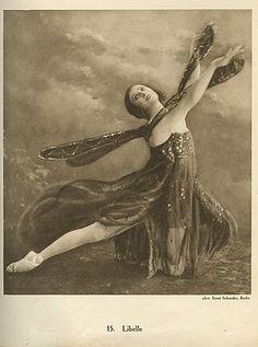 Ernst Schneider, Anna Pavlova, Libelle I, Anna Pavlova, Vintage Pictures, Old Pictures, Dance Baile, Art Nouveau, La Bayadere, Ballet Russe, Vintage Ballerina, Vintage Magazine