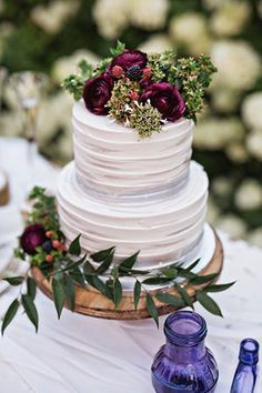 buttercream wedding cakes with floral for fall weddings #purpleweddingcakes #basicweddingtips