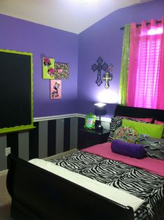 another angle of this cute pre-teen or teen room!  Any tween's dream!!