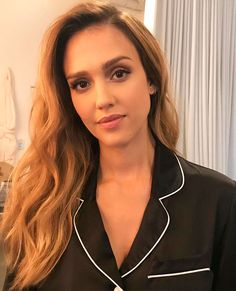 I am a huge Jessica Alba fan. She is my ultimate girl-crush and my style icon. I will post new and old photos daily! Young Jessica Alba, Jessica Alba Makeup, Jessica Alba Casual, Jessica Alba Pictures, Jessica Alba Style, Estilo Jennifer Aniston, Minka Kelly, Actress Jessica, Victoria Justice