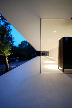 Florist Studio. Architects: Shinichi Ogawa & Associates. Location: Suzuka, Prefecture of Mie, Japan. Year: 2014. Photographs: Shinichi Ogawa & Associates.